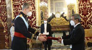 স্পেনের রাজার কাছে বাংলাদেশের রাষ্ট্রদূতের পরিচয়পত্র প্রদান