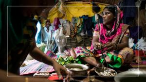 নিম্নআয়ের মানুষের জন্য ৩২০০ কোটি টাকার প্রণোদনা